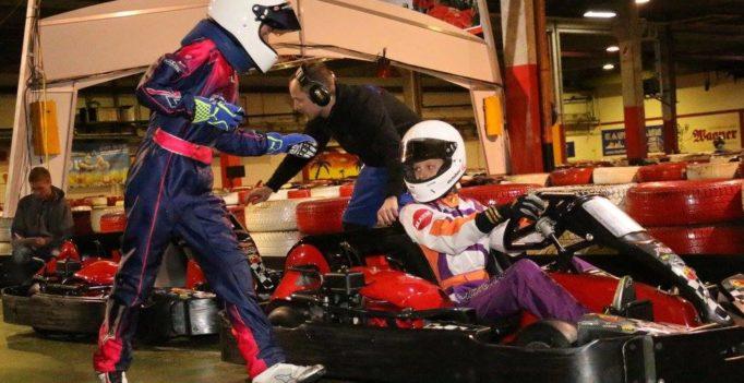Fahrewechsel beim Team SWISS KARTING ACADEMY - Nathan Neuhaus (links) übergibt an Pirmin Zimmerli