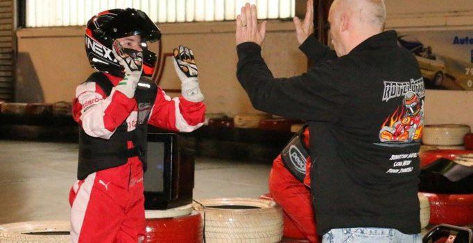 Sebastian und Vater Urs Häfeli freuen sich über den Schweizer Indoorkart Meistertitel bei der Swiss Karting League
