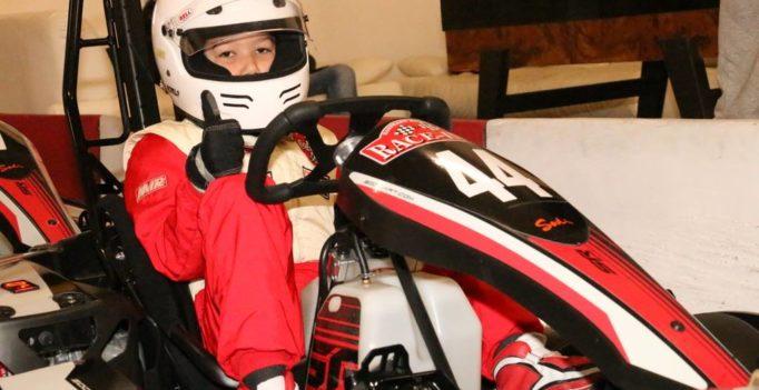 Martin Stoyanov gewinnt sein erstes Kartrennen